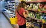 """Eksperci biją na alarm: """"Polacy w sklepach nie chcą używać rękawiczek"""". Dlaczego?"""
