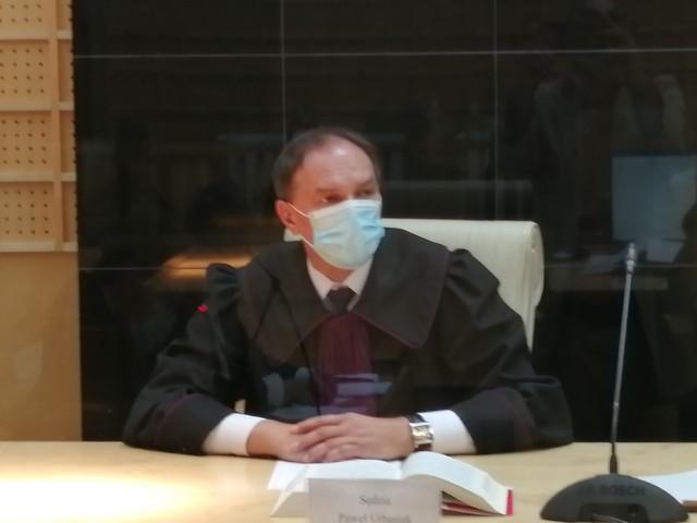 Wniosek obrońców o wyłączenie ze składu orzekającego sędziego Pawła Urbaniaka storpedował w poniedziałek 20 września w Sądzie Apelacyjnym w Łodzi proces w sprawie skoku stulecia w Swarzędzu pod Poznaniem.