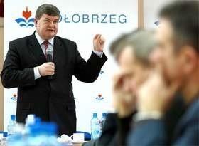 Kazimierz Plocke, wiceminister rolnictwa, na spotkaniu z rybakami w Kołobrzegu