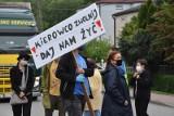 Sławków protestuje przeciwko tirom, które rozjeżdżają miasto po zamknięciu drogi w Dąbrowie Górniczej. Prezydent tego miasta odpowiada