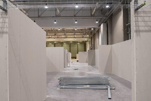 Przy al. Politechniki w hali Expo w Łodzi powstaje szpital tymczasowy.ZDJĘCIA I WIĘCEJ INFORMACJI - KLIKNIJ DALEJ