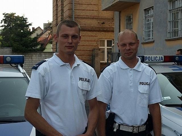 Tonącego kajakarza uratowali bracia sierż. Zbigniew Stępień i st. posterunkowy Jakub Stepień z międzyrzeckiej komendy policji.