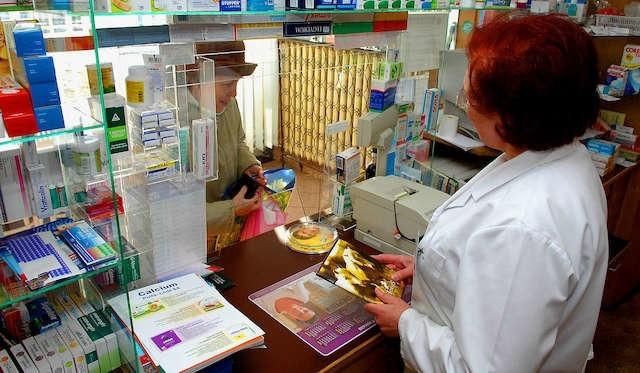 Seniorzy przed wyjazdem muszą zgromadzić odpowiednią ilość leków. Poza miejscem ich zamieszkania nikt recepty na darmowe leki nie wystawi.