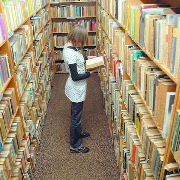 Czytelnicy narzekają, że w bibliotekach jest za mało nowych książek.