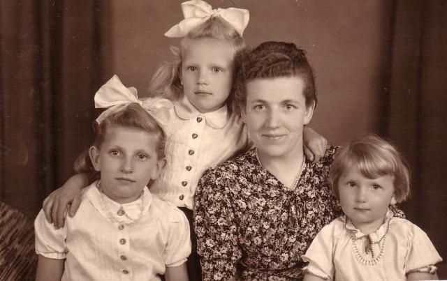 Prababcia Maria Andrzejewska z córkami