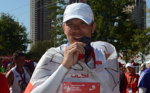 Michał Nowak po maratonie w Chicago.