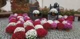 Pomnik Długosza w kwiatach. Tak pomagają sprzedawcom kwiatów ZDJĘCIA