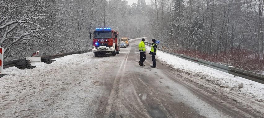 Wypadek ciężarówki koło Gołębiej Góry. Droga 212 była zablokowana