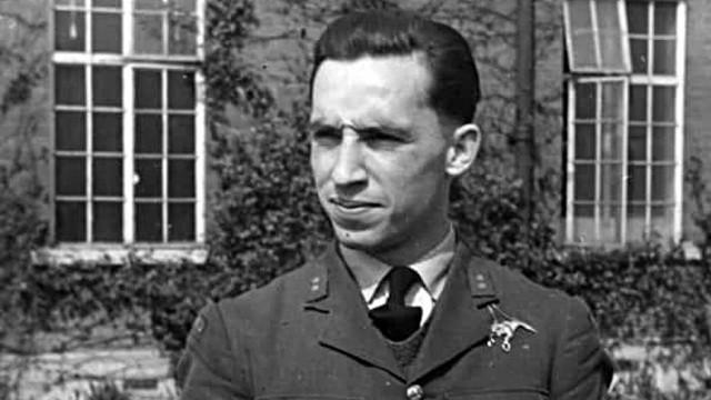 Podpułkownik Franciszek Kornicki walczy o głosy w plebiscycie The People's Spitfire Pilot'