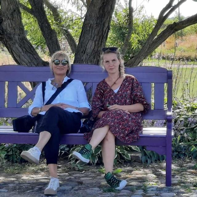 Od lewej  Małgorzata Rębiałkowska- Stankiewicz i Katarzyna Gucjatis, która od kilku dni jest wolontariuszką na oddziale covidowym w szpitalu na Bielanach.