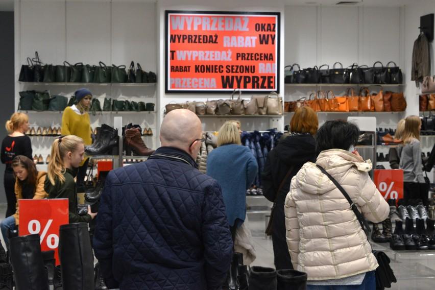 Ruszyły wyprzedaże. Okolice Galerii Echo w Kielcach znów zakorkowane (WIDEO, ZDJĘCIA)