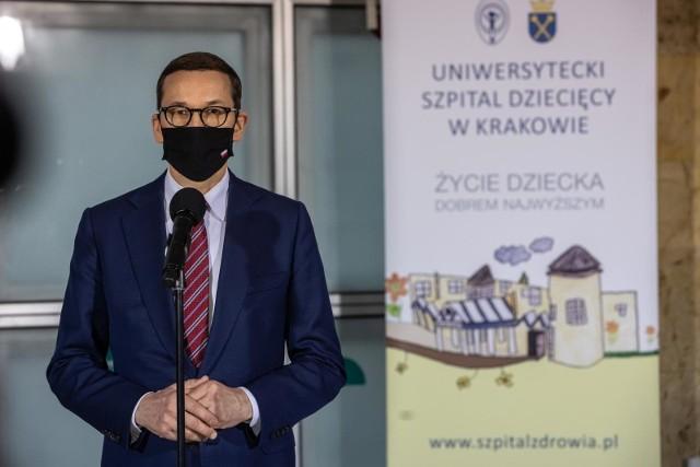 Mateusz Morawiecki podczas wtorkowej wizyty w Krakowie. Zdaniem politologów, działania rządzących mają znamiona kampanii wyborczej