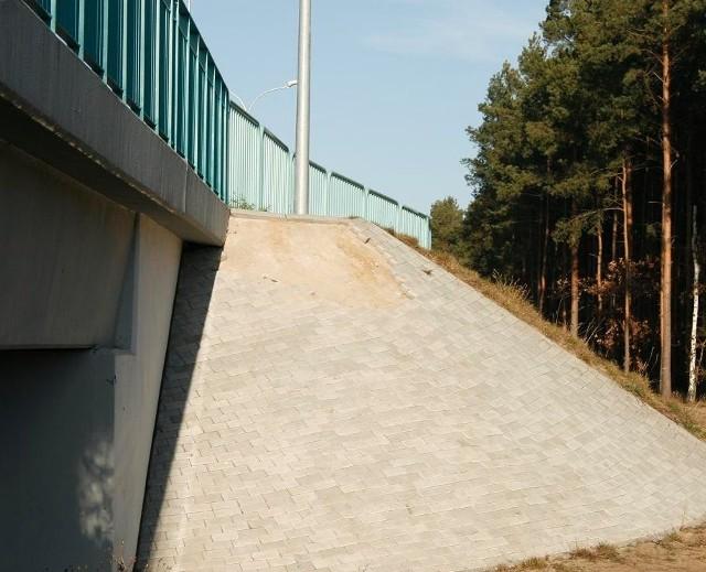 Nowy most nad Czarną Strugą szybko został zniszczony przez wandali