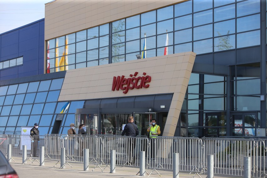 Ikea w Katowicach 9 maja już nie tak oblegana jak w pierwszy dzień otwarcia w czasie pandemii.Zobacz kolejne zdjęcia. Przesuwaj zdjęcia w prawo - naciśnij strzałkę lub przycisk NASTĘPNE