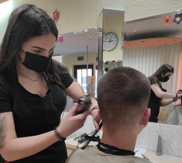 Nie ma takiego zawodu, w którym hufce nie wykształciłyby młodzieży. W ofercie znajdują się zawody poszukiwane na rynkach pracy, m.in. fryzjer.