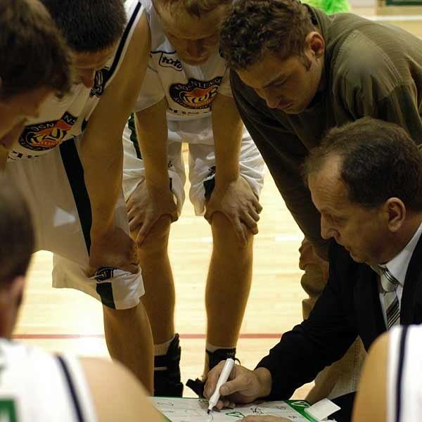Jest pewne, że w przyszłym sezonie krośnieński zespół nadal prowadzić będzie trener Ryszard Żmuda. Nie wiadomo tylko w jakiej lidze zagra nasz zespół.