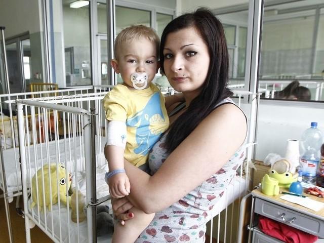 Mama Oskarka cieszy się, że jej synek jest leczony w Rzeszowie. – W Przemyślu chcieli mi dziecko kroić. Tu okazało się, że żadna operacja nie jest konieczna – mówi.