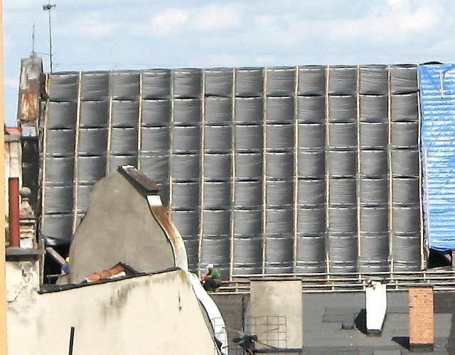 Z wielu dachów usuwa się eternit, a jego miejsce zajmą nieszkodliwe dachówki