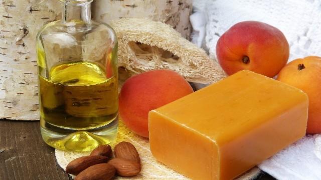 Sprawdź, jak za pomocą naturalnych składników, możesz pozbyć się łupieżu, przebarwień, wzmocnić włosy, ujędrnić czy nawilżyć skórę. Naturalne kosmetyki Dowiedz się więcej