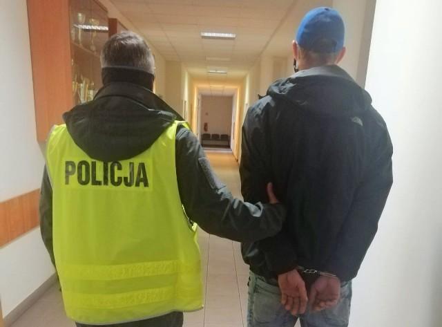 29-latek został zatrzymany w związku z brakiem maseczki. Przy okazji okazało się, że miał 100 gramów amfetaminy. Trafił na trzy miesiące do aresztu