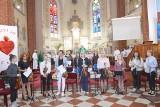 Muzyka zamiast kazania w kościele w Skarżysku - Kamiennej. Zaśpiewał były prezydent (ZDJĘCIA, WIDEO)
