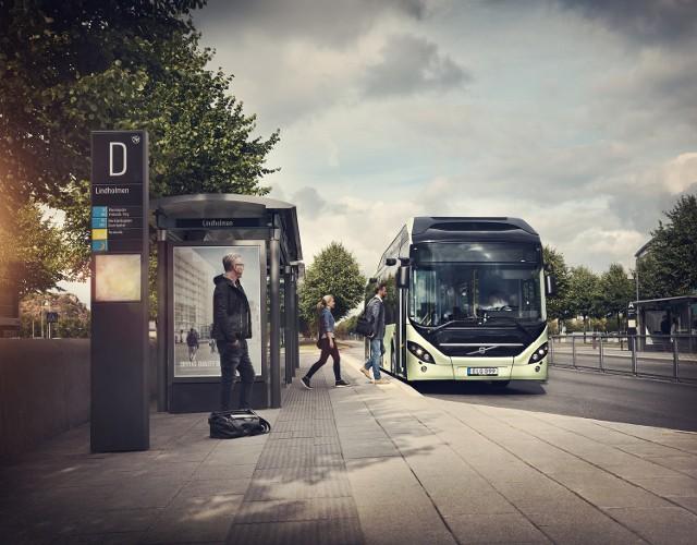 Elektryczna hybryda Volvo 7900 pracuje cicho i bezemisyjnie dzięki energii odnawialnej na odcinku około siedmiu kilometrów. Akumulatory są szybko ładowane (w ciągu zaledwie kilku minut) na końcowych przystankach trasy, a także za każdym razem, gdy pojazd hamuje. Dodatkowe wyposażenie autobusów stanowi niewielki silnik diesla, który zwiększa zasięg i możliwości pojazdów.