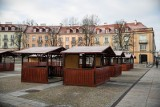 Rynek Kościuszki. Jarmark świąteczny rozpocznie się w niedzielę. W mieście rozbłysną światełka (ZDJĘCIA)