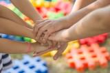 """Ruszyła bezpłatna infolinia """"Pomagamy"""" dla dzieci, rodziców i pedagogów. Tak możesz otrzymać wsparcie specjalistów"""