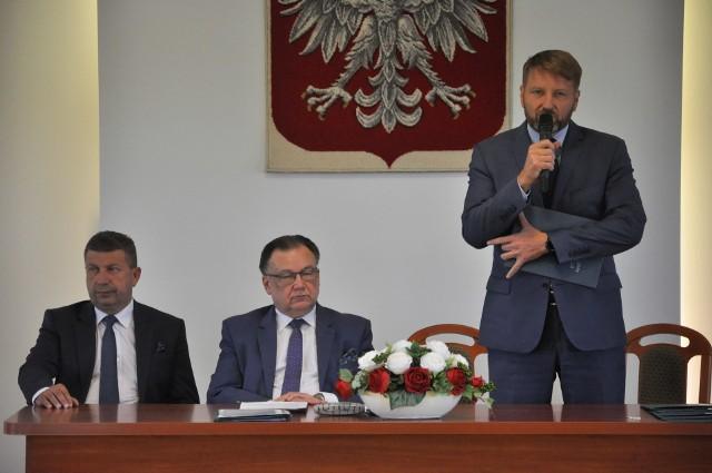 Adam Struzik podpisał umowy na dofinansowanie budowy małej elektrowni wodnej i na zakup wozów strażackich