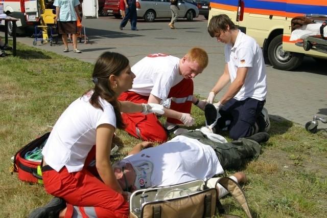 Udzielania pomocy ofiarom wypadków można się łatwo nauczyć.