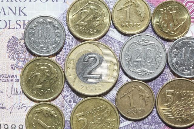 Renta socjalna jest równa 100 proc. najniższej renty z tytułu całkowitej niezdolności do pracy - obecnie jest to 1.100 zł
