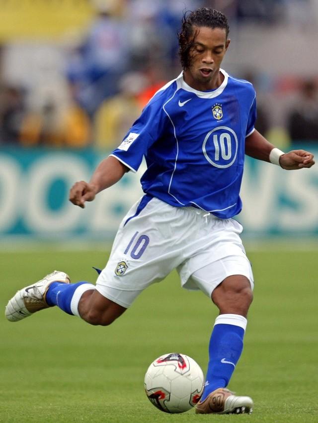 """Przewaga Ronaldinho nad Szewczenką i Henrym tkwi w """"magiczności"""" niektórych zagrań."""