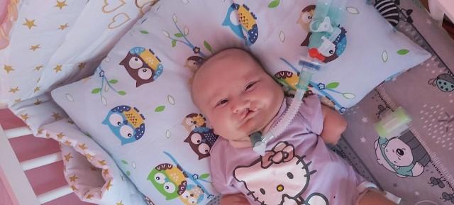 Wiktoria jest wcześniakiem. Urodziła się dwa miesiące za wcześnie.