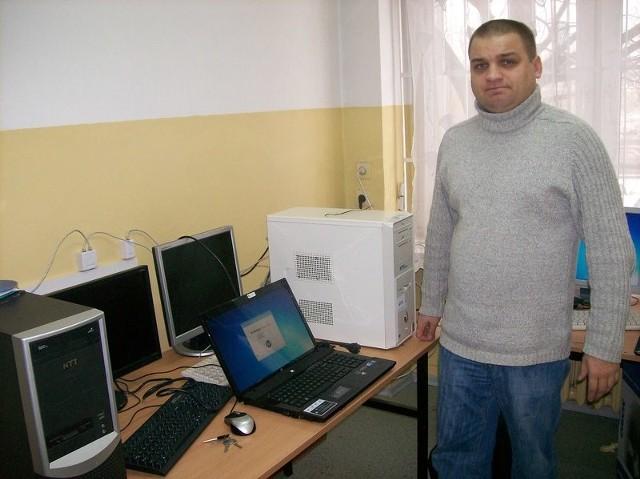 - Mamy naprawdę znakomity sprzęt i oprogramowanie, jakie nie ma nikt w Radomiu – mówi Jarosław Orczykowski, nauczyciel przedmiotów informatycznych w Zespole Szkół Technicznych imienia Tadeusza Kościuszki w Radomiu.
