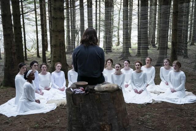 """""""Córka boga"""" opowiada o sekcie, którą tworzą same kobiety podległe tajemniczemu guru"""