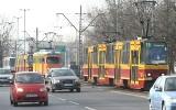Stały tramwaje na Politechniki. Tramwaj zderzył się z samochodem osobowym