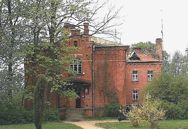 Dom Marszałkowski w Białowieży, w którym mieści się obecnie biblioteka Białowieskiego Parku Narodowego