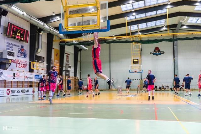Koszykarze BC Swiss Krono Żary przegrali decydującym mecz o awans do kolejnej rundy play-off, ale z postawy w tym sezonie mogą być zadowoleni.