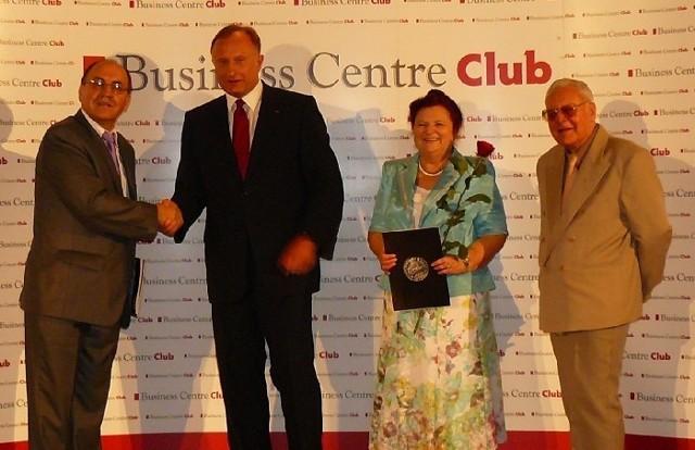 Od lewej: Edward Choromański - naczelnik US w Ostrołęce, Marek Goliszewski - prezes BCC, Hanna Olczyk - naczelnik US Warszawa-Wola i Stanisław Nowak - dyrektor Loży  Mazowieckiej BCC