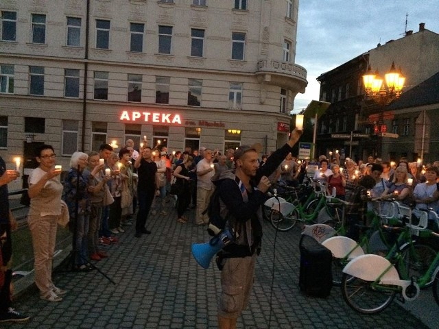 """Akcja """"Łańcuch światła"""" w Bielsku-Białej"""