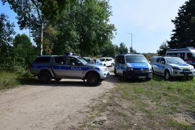 Tragedia na rogatkach Pszczewa. Kilkanaście godzin po dramacie na miejscu nadal było pełno służb.