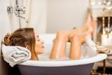 Domowe zabiegi SPA z aromaterapią. Oto przepisy na relaks we własnym domu. Wykorzystaj lecznicze właściwości soli i innych składników