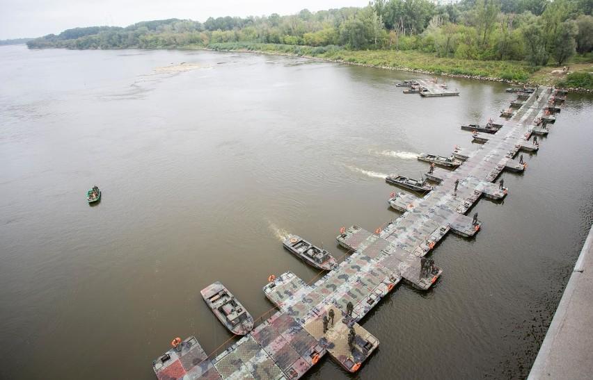 Budowa mostu pontonowego na Wiśle w 2019 roku
