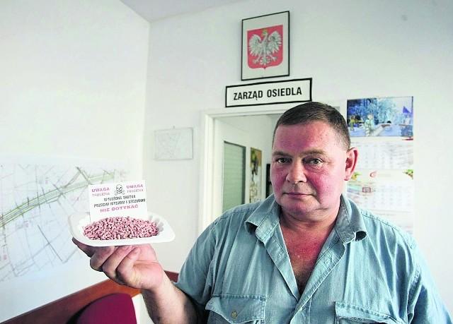 Bogdan Łagunionek z Rady Osiedla rozdał już trutki na szczury prawie stu mieszkańcom