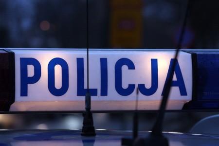 Policjanci zabezpieczyli niebezpieczne materiały.