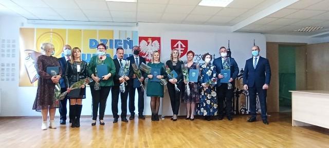 W środę w Jędrzejowskim Centrum Kultury wręczono odznaczenia i nagrody dla pracowników oświaty z okazji Dnia Edukacji Narodowej