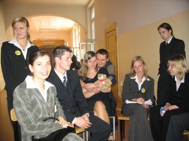 Maturzyści z klasy 3a Zespołu Szkół Zawodowych nr 1 w Stargardzie czekają na ogłoszenie wyników z języka angielskiego.