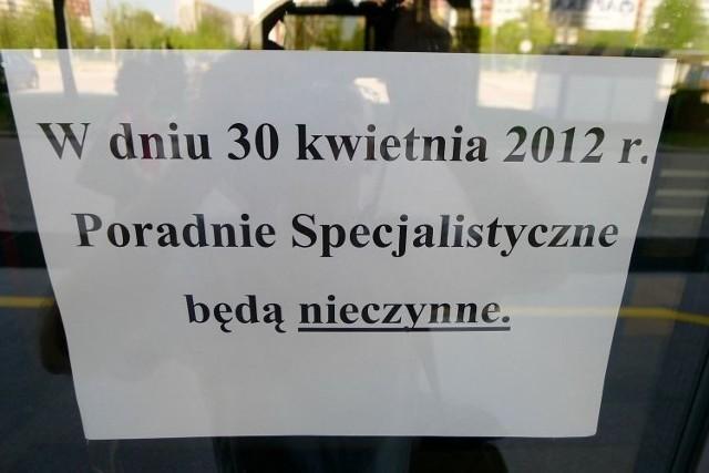 Pacjenci, którzy byli umówieni na wizytę 30 kwietnia, zamiast porady lekarskiej musieli przełknąć gorzką informację