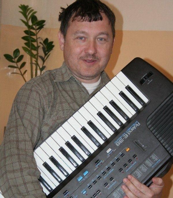 Zbigniew Komorowski twierdzi, że bardziej czuje  się muzykiem niż informatykiem, matematykiem  czy chemikiem