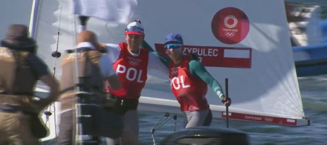 Srebrne medalistki w wyścigu żeglarskim 470